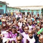 Ulrike mit Schülern Primary School