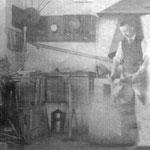 Heinrich Meng, Gründer der Messerschmiede Meng, Anno 1900 beim Schmieden