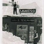 1. und 2. Generation der MENGschliff Experten: Heinrich Meng (auf dem Dach) und Hans Meng Sen.