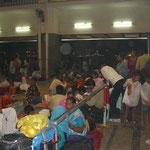 Bahnhof, gleichzeitig Schlafsaal, Varanasi