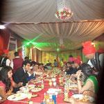 eine letzte Runde traditionelle indische Gerichte, morgens früh um 1