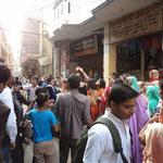Hochzeitszug in den Gassen von Süd Delhi