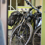 Die Räder ruhen sich im Zug aus