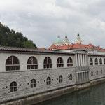 Рибница - здания, построенные по проекту Плечника, на городском рынке
