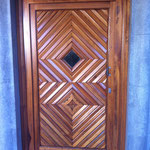 Diese Natur-Eiche-Tür wurde mit Klarlack wieder auf Hochglanz gebracht
