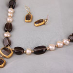Brushed vermeil hugs earthy toned smoky quarz & is topped with pearls