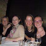 von links: Sandra, Judith, ich, Stef - Geburtstag 2012 - Foto: Barbara Moser