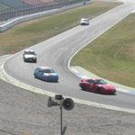 Auch mit einem Clio kann man einen Porsche durch die Sachs-Kurve schieben.
