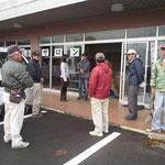 地域住民が集まり、設置開始!