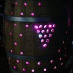 地元大工さんに協力してもらい、ワイン樽がイルミネーションに変身