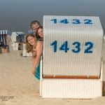 Familie fotografiert von Annett Mirsberger im Strandkorb
