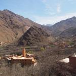 Nu van de andere kant uitzicht op Imlil met moskee