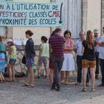 De 8h30 à 10h00 discussion et soutien. Contre les pesticides classés C.M.R. auprès de l'école de Saint-Genès-de-Lombaud. 15 juin 2017