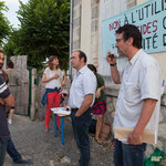 Il est aussi question des nuisances de la distillerie du village, double peine ! Contre les pesticides classés C.M.R. auprès de l'école de Saint-Genès-de-Lombaud. 15 juin 2017