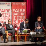 Benoît Hamon complète son discours au fil des interventions. Ici, Pascal Lafargue, Président d'Emmaüs Gironde. #benoirhamon2017