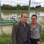 Christophe Miqueu et Nathalie Chollon-Dulong, pour inviter sur Facebook à nous rejoindre. Péniche insoumise de la 12ème circonscription de Gironde. 7 juin 2017, Cadillac.