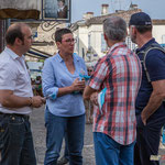Christophe Miqueu, Nathalie Chollon-Dulong, candidats sur la 12ème de la Gironde, essayent de convaincre les électeurs de la fiabilité du programme l'Avenir en commun. Marché de Cadillac, 27 mai 2017