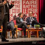 2 Benoît Hamon sourit de temps à autre aux propos des intervenant-es, ici Pascal Lafargue, Président d'Emmaüs Gironde. #benoirhamon2017