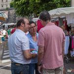 Christophe Miqueu, Nathalie Chollon-Dulong essayent de convaincre les électeurs de la fiabilité du programme l'Avenir en commun. Marché de Cadillac, 27 mai 2017