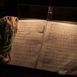 """Pupitre de la """"cheffe"""" de cœur, Nathalie Aubin, partition de """"Carmen in swing"""" par les Choraleurs, Cénac, 26 novembre 2016"""