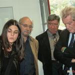 L'assistante de l'architecte poursuit la présentation du gîte d'étape de Citon-Cénac à Philippe Madrelle et Alain Leveau, Président du Pays Cœur Entre-Deux-Mers. 01/10/2010. 01/10/2010