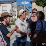 Nathalie Chollon-Dulong, suppléante (à G.). Réunion de place des Insoumis de la 12ème circonscription de la Gironde. Blasimon, 25 mai 2017