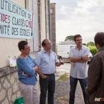 Nathalie Chollon-Dulong, Christophe Miqueu, Vincent Feld en soutien De 8h30 à 10h00 discussion et soutien, contre les pesticides classés C.M.R. auprès de l'école de Saint-Genès-de-Lombaud. 15 juin 2017