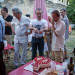 Yann Vanherzeele explique la confection du gâteau Phi. Langoiran, 18 juin 2018