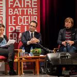 Naïma Charaï revise ses notes, Benoît Hamon écoute avec attention, tout comme Andréa Kiss, Pascal Lafargue, le Président d'Emmaüs Gironde.