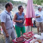 Dernière épreuve aux candidats, Christophe Miqueu et Nathalie Chollon-Dulong, couper ce merveilleux gâteau Phi,  dans la joie et la bonne humeur d'avoir créer avec les Insoumis de la 12ème une superbe dynamique de groupe. Langoiran, 18 juin 2017