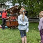 Enfants au limonaire. Pique-nique des Insoumis de la 12ème circonscription de la Gironde, 4 juin 2017, Esplanade Josselin, le Tourne