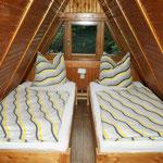 Schlafboden mit drei Betten