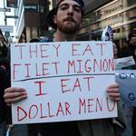 「奴らはフィレ肉を食べ、俺は1ドルメニュー」