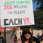 「連邦職員はエコノミークラスに乗るのを拒否した 納税者は年間1億4600万ドルを払ってる」
