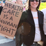 「医療保険は人間としての権利」