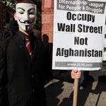 「ウォールストリートを占拠せよ、アフガニスタンではなく」