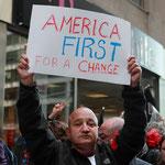 「(銀行の)代わりにアメリカを最優先に」