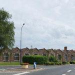 Bâtiments de l'usine existant encore le long de la route principale de Beauval_Copyright OT Doullens