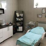 Кабинет косметолога также оснащен всем необходимым для предоставленя различных услуг.
