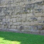 Фрагмент древней стены 4 в. до н. э. около вокзала Термини