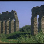 Древний акведук для подачи воды