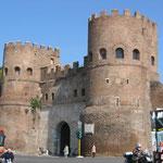 Ворота св. Павла в стене аврелиана 3 в. н. э.