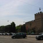 Фрагменты древней стены Аврелиана III века