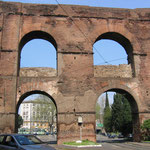 Древний акведук сохранился с 1 века