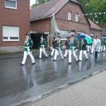 Der stellv. Kommandeur der Ehrengarde, die Vereinsfahne mit dem Vorstand, sowie die Gäste aus Hemer