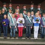 Der Kinderthron 2010 mit Köingin Sophie Niermann und Prinzgemal Aron Heseker
