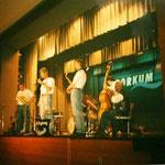 ...im Kursaal Borkum, allein auf großer Bühne beim Jazz-Festival