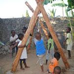 Auch wenn der Garten sehr klein ist, haben die Kinder zumindest nun etwas Platz zum Spielen.