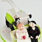 Brautpaar auf einem Claas-Häcksler