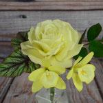 Rose, Vanilla Orchidee und Begonienblatt